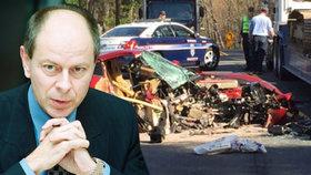 Expremiér Tošovský měl za volantem ferrari ve Spojených státech děsivě vypadající nehodu.