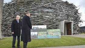 Prezident Miloš Zeman přijel na Babišovu farmu Čapí hnízdo.