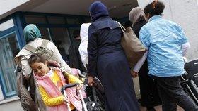 Syrští uprchlíci v německém zařízení Friedland