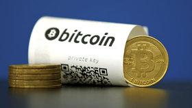 I přesto, že dlouhodobě roste, ztratil letos bitcoin několikrát i více než pětinu své hodnoty.