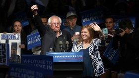Hilary Clintonová v Indianě prohrála souboj s levicovým senátorem Berniem Sandersem, který po sečtení většiny hlasů získal 43 indianských delegátů oproti jejím 37.