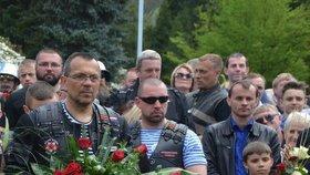 Jaroslav Foldyna s Nočními vlky. Poslanec motorkáře pozval do Děčína, pak je doprovodil na hranice.