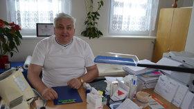 To je on. Nejlepší praktický lékař pro dospělé pro rok 2015, Miloslav Michek z Kaplice.