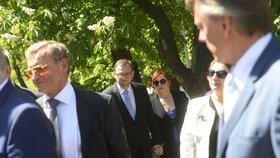 Recepce na ruské ambasádě: Ruku v ruce přišli manželé Petr a Jana Nečasovi