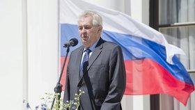 Prezident Miloš Zeman při proslovu na ruské ambasádě v Praze (9. května 2016)