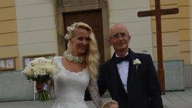 Senátor Ivo Valenta (59) si v kostele sv. Filipa a Jakuba ve Zlíně vzal za manželku dlouholetou přítelkyni Alenu (39)
