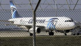 Archivní snímky Airbusu A320 letecké společnosti EgyptAir