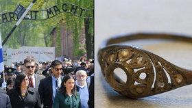 Hrnek z Osvětimi skrýval dvojité dno. Byl v něm prsten a řetízek.