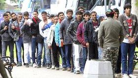 Do Německa mířily tisíce uprchlíků.