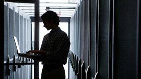 NÚKIB varuje před hrozbou kyberútoků na nemocnice a jiné cíle (ilustrační foto)