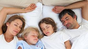 Ve všední den vstává většina dospělých lidí před sedmou hodinou.