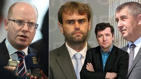 Zleva premiér Bohuslav Sobotka (ČSSD), šéf protimafiánského útvaru Robert Šlachta, komentátor Bohumil Pečinka a vicepremiér Andrej Babiš (ANO)