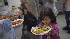 Uprchlíci o ramadánu nechtějí jíst za denního světla. Fotografie pocházejí z bývalého hotelu v německém Berlíně.