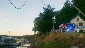 Osm jednotek likvidovalo požár parníku na Orlické přehradě.