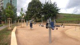 Praha 3 otevírá dvě zbrusu nová venkovní fitness hřiště. Cvičit můžete v parku.