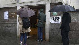 Odstartováno: Osud Británie je v rukou jejích obyvatel. V referendu rozhodnou, jestli zůstat nebo odejít z EU