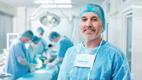 Za českými lékaři míří hodně cizinců. Jsou levní a kvalitní.