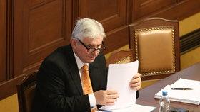 Jiří Rusnok byl premiérem od léta 2013 do ledna 2014, většinu času byla jeho úřednická vláda v demisi, protože nezískala důvěru Poslanecké sněmovny.
