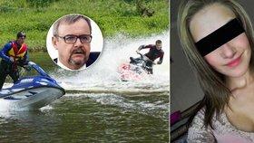 Ministr dopravy odmítá, že by kvůli vyhlášce nesl vinu za smrt mladé ženy.