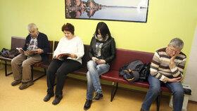 Pacienti v čekárně (ilustrační foto)