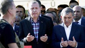 Erdogan truchlil a slíbil pomstu: Chceme hlavy pučistů, skandoval dav.