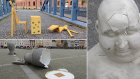 V Budějovicích si umění v ulicích neváží: Vandal už zase zničil sochu v centru města.