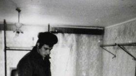 Vrah během rekonstrukce svého činu.