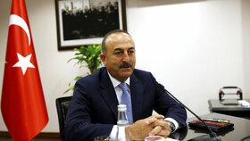Turecko hrozí Evropské unii vypovězením dohody o migrantech, pokud Brusel do října nezruší víza pro turecké občany cestující do unijních zemí. Uvedl to turecký ministr zahraničí Mevlüt Çavuşoglu německému listu.