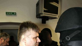 souhrnu strávil Jiří Kajínek za mřížemi přes třicet let!