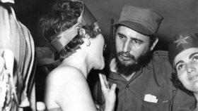 Fidel Castro v Havaně s neznámou ženou v roce 1959