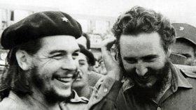 Fidel Castro a jeho přítel-revolucionář Che Guevara v Havaně v říjnu 1959