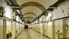 Útroby Pankrácké věznici v Praze 4, sem dozorci chodí do práce.