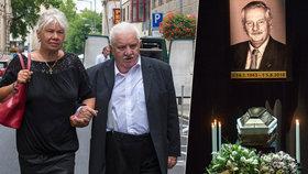 Marián Labuda po kolapsu poprvé na veřejnosti: Přišel se rozloučit s kamarádem a kolegou Jurajem Slezáčkem (†73)