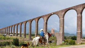Akvadukt otce Temblequeho v Mexiku