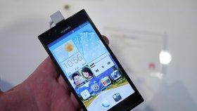 I jako ochrana před šípem může posloužit chytrý telefon (ilustrační foto)