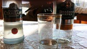 Pití vodky s energetickými nápoji zvyšuje výrazně riziko zranění.