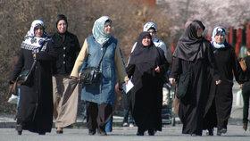 """Dříve diplomaté, nyní zahalené muslimky: """"Už to není Německo,"""" stěžují si starousedlíci."""