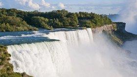 Jen čtyřem lidem se v historii podařilo překonat bez jištění a pomůcek Niagarské vodopády.