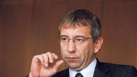 Exministr práce Jaromír Drábek čelí obvinění kvůli transformaci institutu výchovy na Fond dalšího vzdělávání.