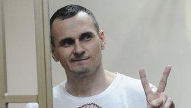 Oleg Sentsov, ukrajinský režisér, který je uvězněný za podezření z terorismu.