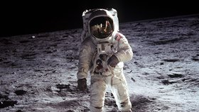 Buzz Aldrin na povrchu Měsíce v roce 1969. Povede se konečně přistát i Evropanům?