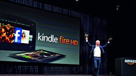 Jeff Bezos při představování Kindle Fire v roce 2012