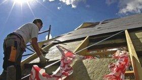 Program Nová zelená úsporám (NZÚ) nově nabídne dotace v maximální výši 550 tisíc korun na úsporné rekonstrukce domů uskutečněné svépomocí. Zájemci mohou příspěvek získat od 15. října (ilustrační foto).