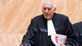 Předsedovi Ústavního soudu Pavlu Rychetskému věří nejvíce lidí.