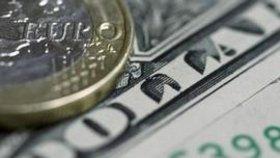 Nápis na bankovkách dolarů nelze podle soudu chápat jako vyznání víry