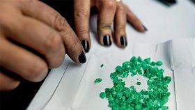 Smaragdy čekající na vybroušení