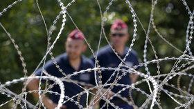 Maďarsko se brání uprchlíkům: Postaví další plot.