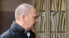 Bývalý ředitel Vojenského zpravodajství Milan Kovanda přichází 22. října na policii v Praze Na Perštýně k výslechu v kauze někdejší šéfky kabinetu expremiéra Petra Nečase Jany Nagyové (nyní Nečasové).