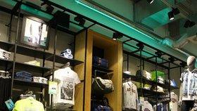 Adidas má po celém světě zhruba 2500 vlastních obchodů, dalších 13.000 prodejen nabízejících výhradně značku Adidas funguje na základě franšízových dohod (ilustrační foto).