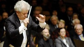 Byl šéfdirigentem České filharmonie (ČF).